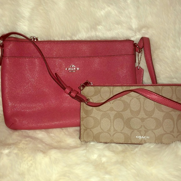 aec0b836155f Coach Handbags - 💖Authentic  Coach Crossbody💖